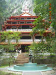 Building inside Sam Poh Tong Temple